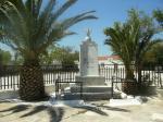 Το μνημείο Ηρώων στην πλατεία των Αγίων Αποστόλων